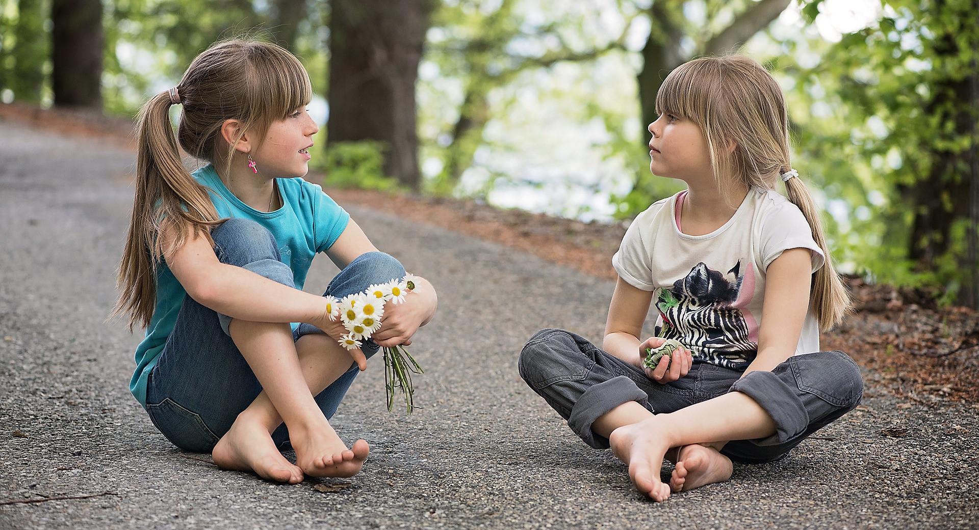 Ребенок общается картинка